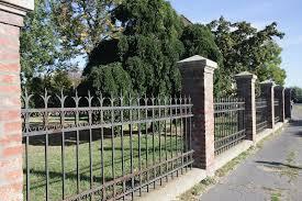 A kerítés kialakítása sok mindentől függhet